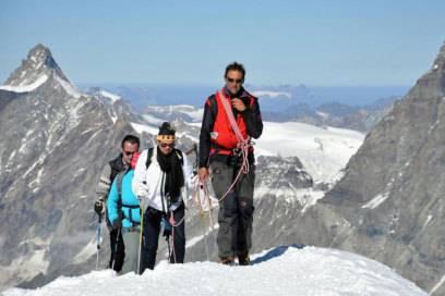 Bald am Ziel: Seilschaft auf dem Weg zum Gipfel des Breithorns