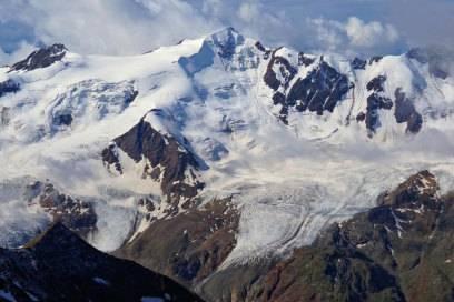 Unendliche Weite: Spektakuläre Ausblicke wie hier vom Gipfel des Monte Cevedale eröffnen sich dem Wanderer auf Höhentouren