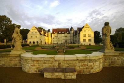 1570 ließ Hilmar von Münchhausen ein altes Rittergut zum Schloss umbauen
