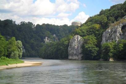 Donauenge mit Blick auf die Kelheimer Befreiungshalle