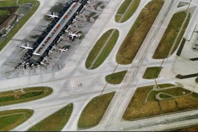 Blick aus der Luft auf den Flughafen Zürich