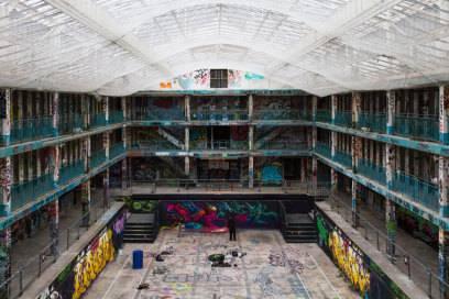 Jahrelang traf sich in dem geschlossenen Bad die Street-Art-Szene der Stadt –und hinterließ ihre Spuren