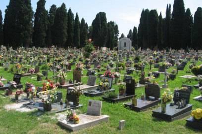 Der Inselfriedhof auf San Michele ist ein beliebtes Ausflugsziel von Touristen in Venedig. Er misst 17,6 Hektar.