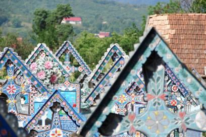 Alles andere als trist: der Merry Cemetery of Sapanta in Rumänien