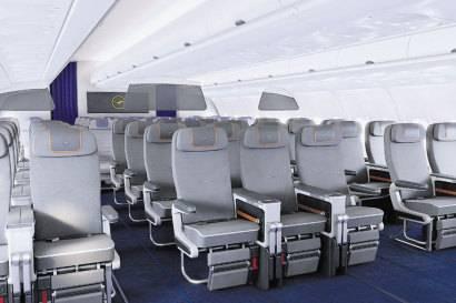 Zwar gibt es auch Dreierreihen, doch hat jeder Sitz eine doppelte Armlehne.  Foto: Lufthansa