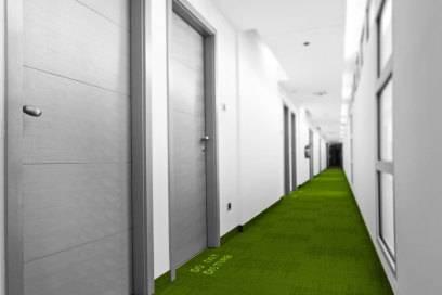 Türknauf-Anhänger-Alternative für das digitale Zeitalter: Eine LED-Leiste zeigt an, ob der Hotel-Gast Reinigungservice wünscht oder nicht gestört werden will