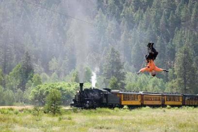 In Colorado kann man an der Seilbahn hängend über Flüsse und durch Wälder flitzen