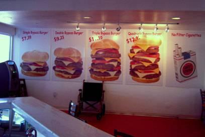 """Anfangs gab es die """"Bypass Burger"""" in vier verschiedenen Größen. Inzwischen bekommt man ihn mit bis zu acht Fleischscheiben."""