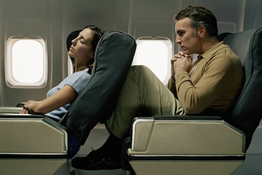 Viele Passagiere klagen über mangelnde Beinfreiheit im Flugzeug, ein Gericht urteilte jetzt, dass dies in bestimmten Fällen ein Mangel sein kann.