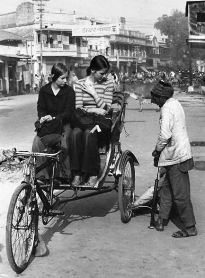 Lotta und eine Freundin in Varanasi