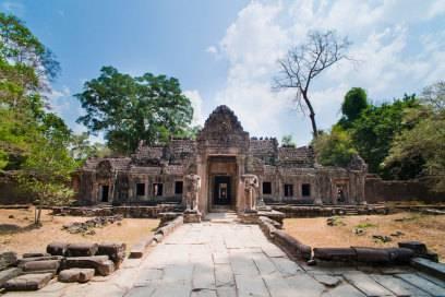 Im Preah-Khan-Tempel, der zum Angkor-Komplex in Kambodscha gehört, zogen zwei Amerikanerinnen blank