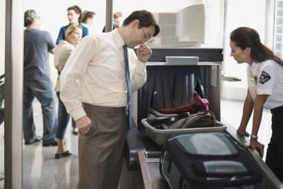 Auch am Sicherheitsgate kann es sein, dass den Mitarbeitern zu schweres oder zu großes Gepäck auffällt