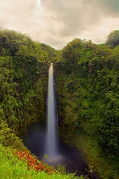 Atemberaubende Wasserfälle wie die Akaka Falls begeistern im Urlaub auch die Kinder