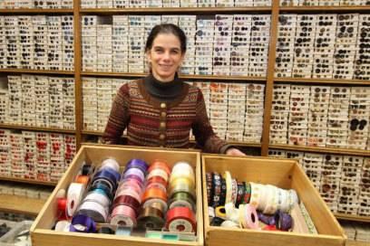 Herrin der Knöpfe: Veronika Stockinger ist Inhaberin des seit 1758 bestehenden Spezialgeschäfts Knopferlmayer