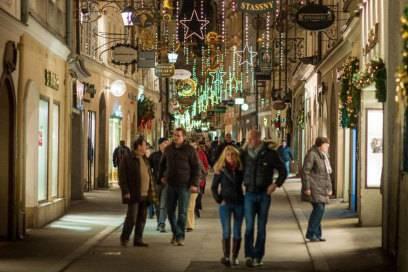 Gerade in der Adventszeit lohnt sich ein Bummel durch die Altstadt von Salzburg