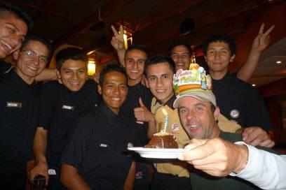 Für einen gratis Kuchen gaukelte Michael Wigge den Einheimischen vor, er hätte Geburtstag