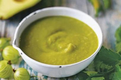 Zum mexikanischen Essen gehören auch verschiedene Dips und Soßen wie eine Salsa Verde