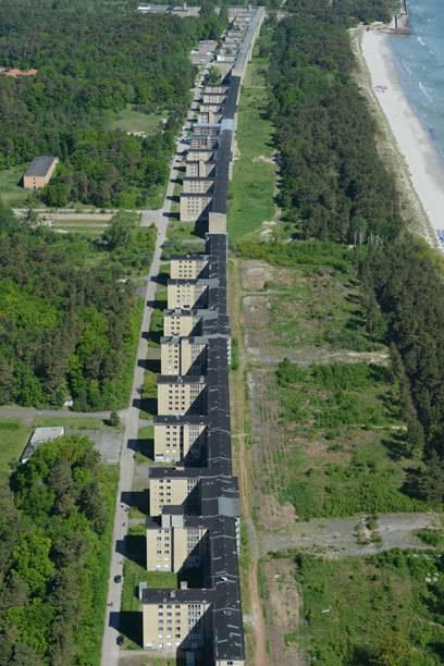 Prora aus der Vogelperspektive: Die Nazi-Ruine erstreckt sich über 4,5 Kilometer