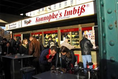 Einer der berühmtesten Currywurst-Buden Berlins: Konnopke im Prenzlauer Berg