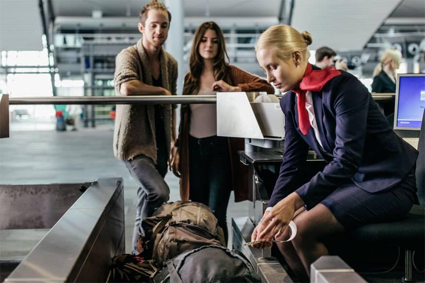 Der Ablauf beim und nach dem Check-in erfolgt nach genauen Vorgaben. In manchen Fällen muss das Gepäck auch geöffnet werden.