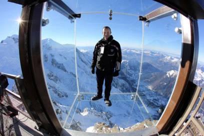 """Die Glasbox """"Pas dans le Vide"""" (Schritt ins Leere) ragt 1000 Meter über den Abgrund"""