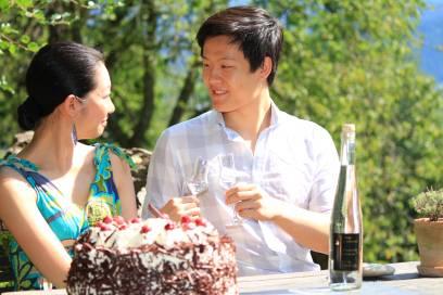Der Klassiker zum Kaffeeklatsch: Schwarzwälder Kirschtorte kommt auch bei den ausländischen Gästen bestens an. Ein hochprozentiges Kirschwasser ist aber auch nicht zu verachten