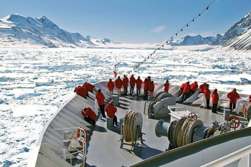 Umgeben von Eis: Expeditionskreuzfahrtschiffe wie die Hanseatic sind häufig für den Einsatz in polaren Regionen ausgerüstet