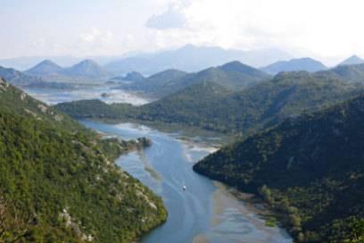 Der Skadar-See ist einer der Naturschätze Montenegros. Das kleine Balkan-Land vereint viele Sehenswürdigkeiten auf engem Raum
