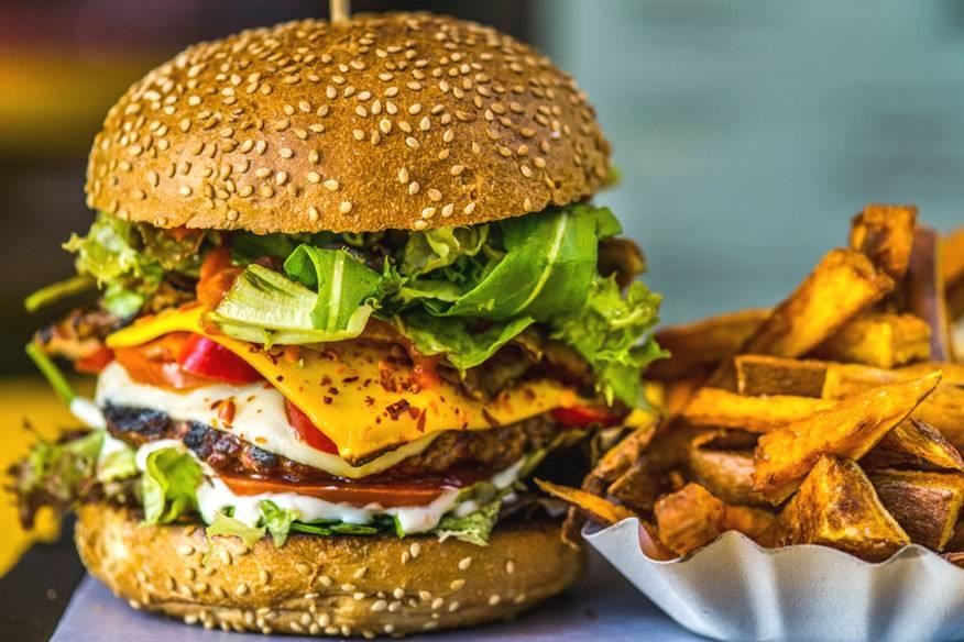 Da will man doch gleich reinbeißen: Der Burger von der Yellow Burger Manufaktur ist einer der beiden sexiesten Burger Berlins