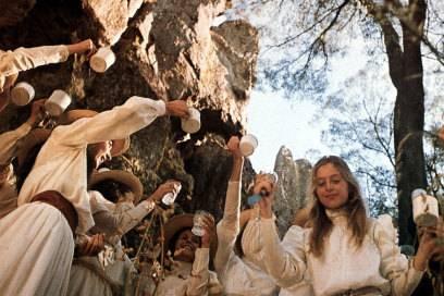 Filmszene Aus U201ePicknick Am Valentinstagu201c Des Australischen Regisseurs Peter  Weir Aus Dem Jahr 1975