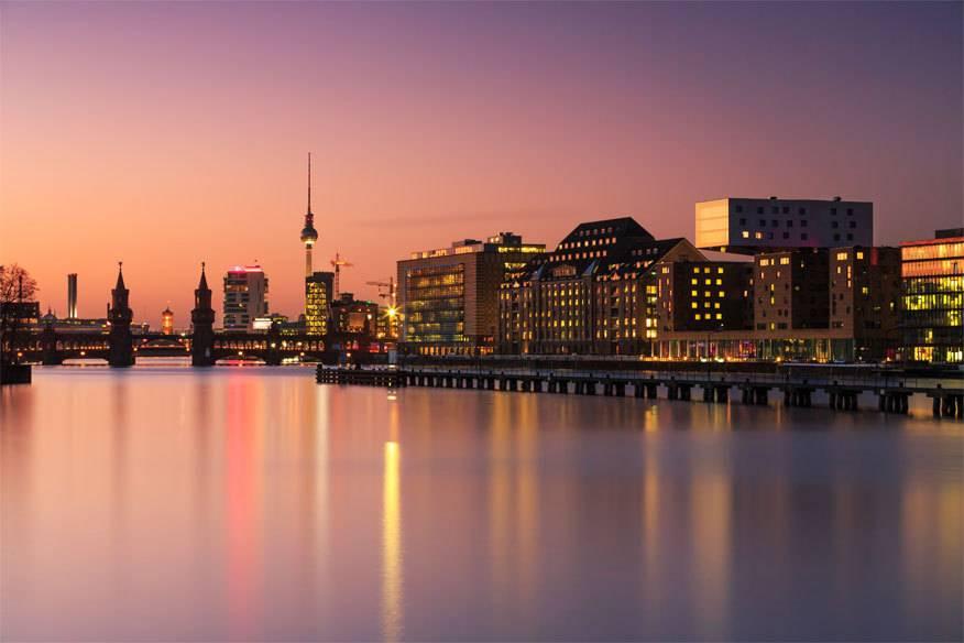 Wer im Sommer nach Berlin will, sollte sein Hotel idealerweise schon gebucht haben oder dies schnell tun – später steigen die Preise wieder