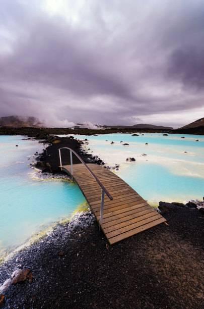 Ganz ohne andere Badegäste dürfen der VIP-Ticket-Besitzer und seine Begleiter das Thermalfreibad Blaue Lagune genießen