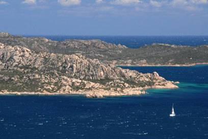 Kleine Inseln vor der Küste: Vom Capo d'Orso aus fällt der Blick unter anderem auf den Süden von Caprera