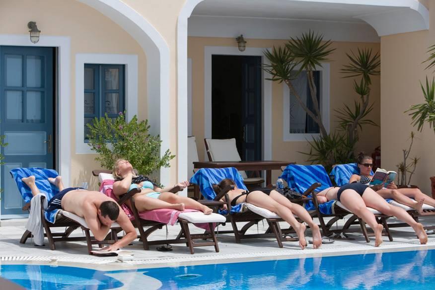 Jeder möchte einen Platz am Pool, natürlich in einer top-platzierten Liege. Aber muss man dafür gleich mehrere Liegen reservieren?