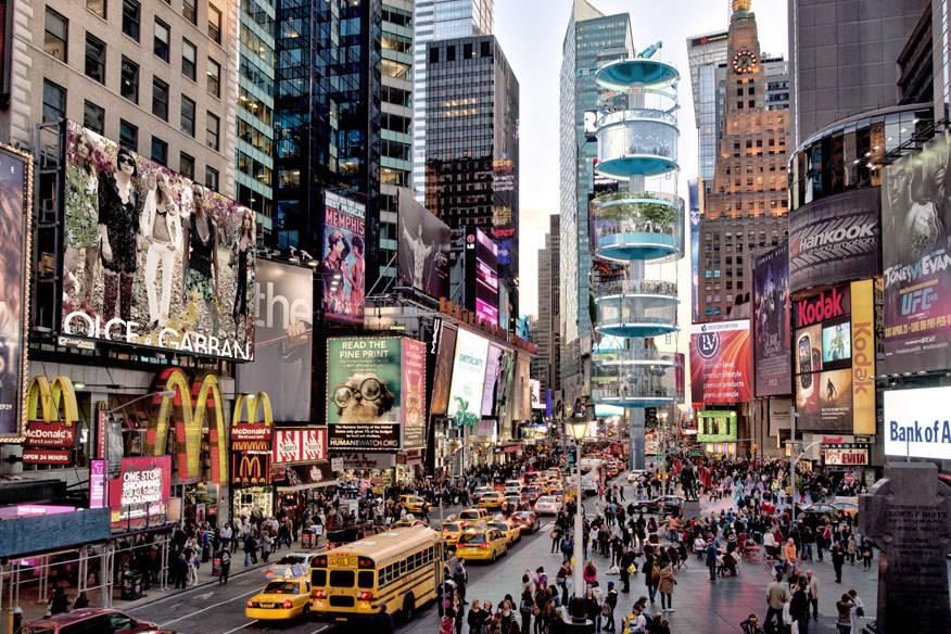 """Über mehrere Ebenen schraubt sich der """"Vertical Square"""" an New Yorks berühmtesten Platz zwischen anderen Wolkenkratzern in die Höhe"""