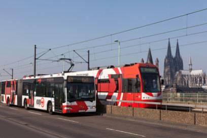 Freie Sicht auf den Kölner Dom haben Touris aus der Stadtbahnlinie 1