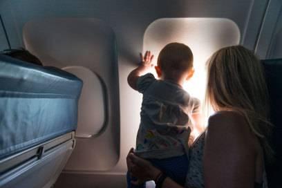 Wohl jeder hat das schon einmal erlebt: in der Nähe eines Babys zu sitzen, kann die Nerven auf einem Flug erheblich strapazieren