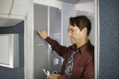 Der Sitzplatz neben einer Toilette kann einem im schlimmsten Fall sprichwörtlich den Atem rauben