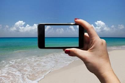 """Idealerweise hat man den Horizont als Orientierungslinie. Wenn nicht, hilft das Fadenkreuz der Kamera, um keine """"schiefen"""" Bilder zu erzeugen"""