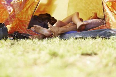 Immer schön das Zelt verschließen, sonst lockt man womöglich ungebetene Gäste an