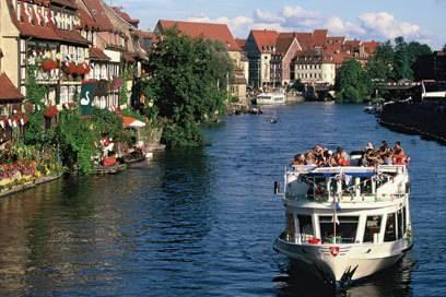 Besucher erkunden Bamberg und Umgebung nicht nur zu Lande, sondern bei gutem Wetter auch gerne auf dem Wasser