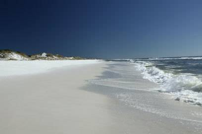 Traumhaft weiß ist der Sand am Grayton Beach auf dem Florida Panhandle