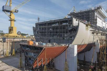 Noch ein knappes Jahr bis zur Taufe: Die Mein Schiff 5 im September 2015 in der Meyer Werft Turku