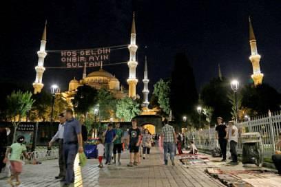 Istanbuls Stadtteil Sultanahmet während des Ramadan