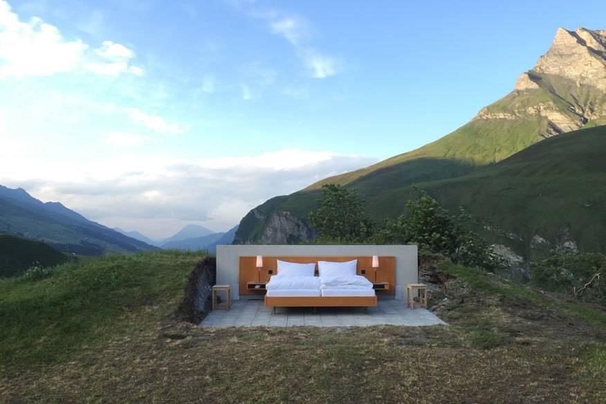 """Mitten in den Schweizer Bergen steht das Null-Stern-Hotel, das über nur ein """"Zimmer"""" verfügt"""