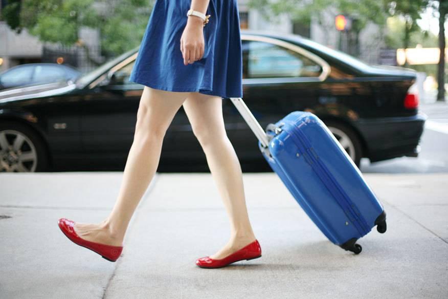 Viele Koffer sehen unscheinbar aus – Stärken und Schwächen beim Material zeigen sich oft erst im Detail. Über das richtige Material entscheidet dagegen die Reiseart