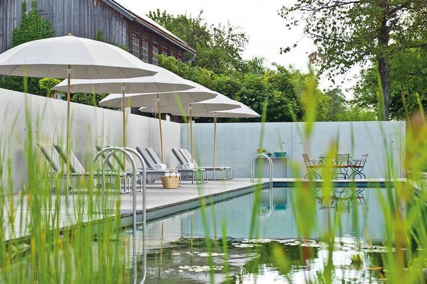 Urlaub sollte im Einklang mit der Natur stattfinden – und diese nicht schädigen. Das Label Bio Hotels bewertet entsprechend ökologische Aspekte einer Unterkunft, hier das Bio Hotel Pausnhof in Bayern.