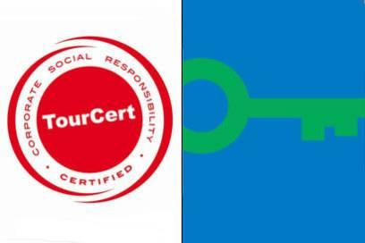 : Das Label TourCert deckt drei Komponenten von Nachhaltigkeit ab: die ökologischen, sozialen und wirtschaftlichen. : Der GreenKey bewertet ökologische Kriterien einer Unterkunft und wird weltweit eingesetzt.