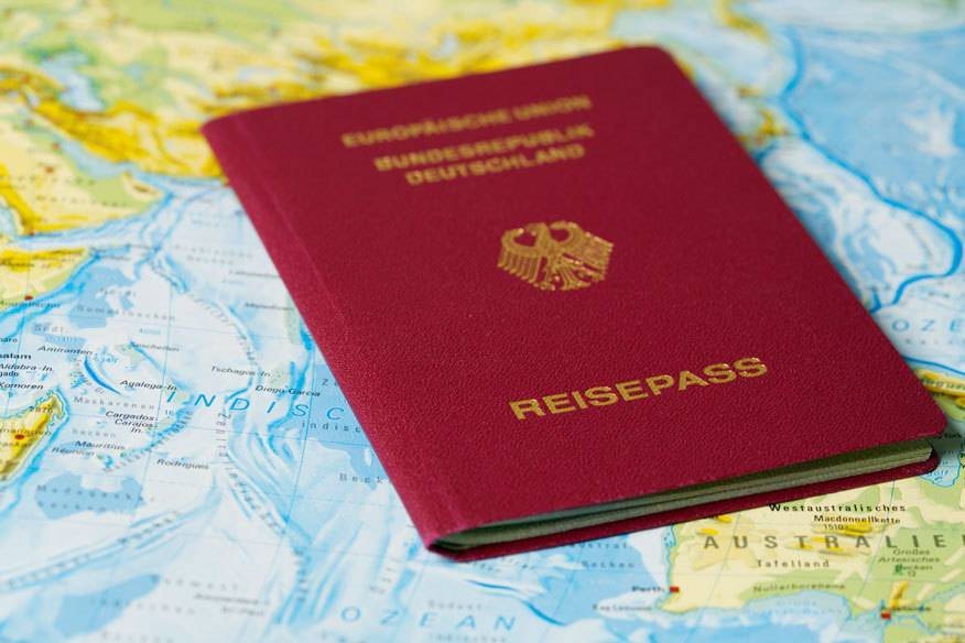 Vor der Reise sollte immer die Gültigkeit des Reisepasses gecheckt werden