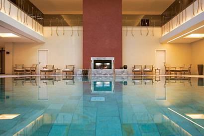 Die 31 sch nsten wellness hotels spas thermen travelbook for Design hotel oberbayern